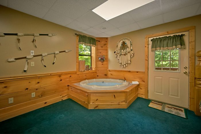 2 bedroom cabin with Jacuzzi and Hot tub - Country Comfort