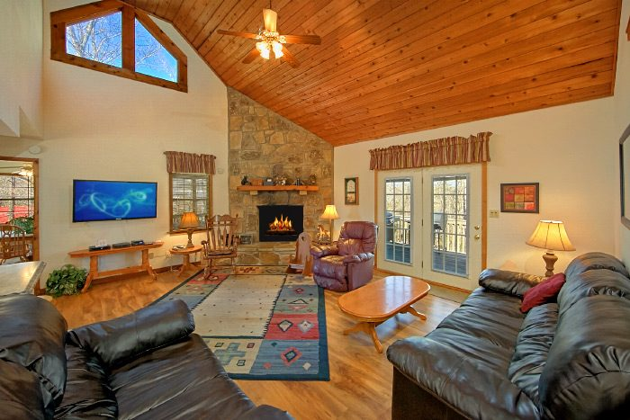 Fully Furnished 6 Bedroom Cabin - Country Oaks Lodge