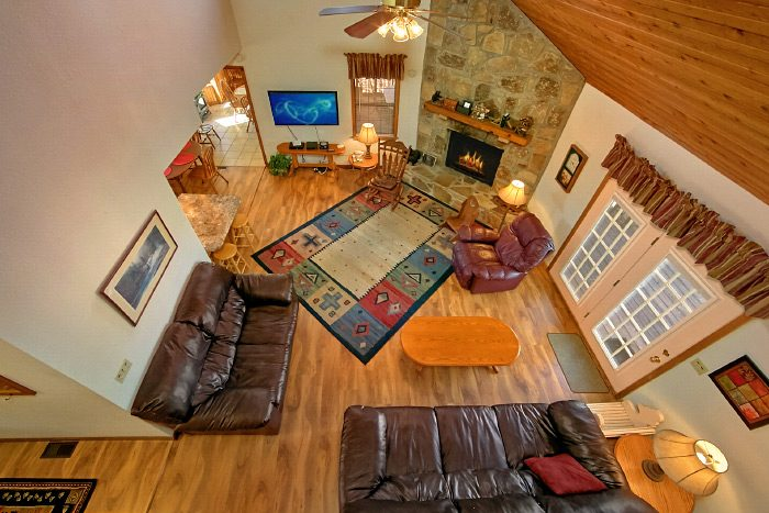 Rustic Cabin with Living Room and Fireplace - Country Oaks Lodge