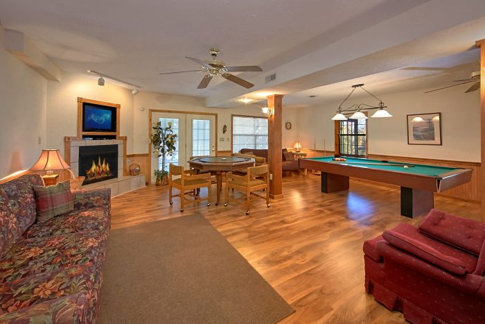 Rustic Cabin with Game Room with Game Table - Country Oaks Lodge