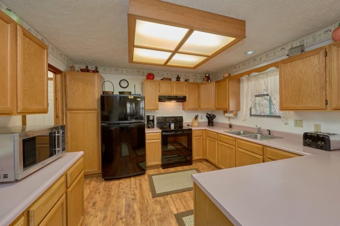 Vacation Home with Fully Equipped Kitchen - Creekside Cottage