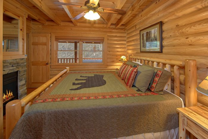 Premium Cabin with King Bedroom and Jacuzzi Tub - Creekside Hideaway