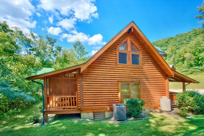 Luxury Resort Cabin with Creek access - Creekside Hideaway
