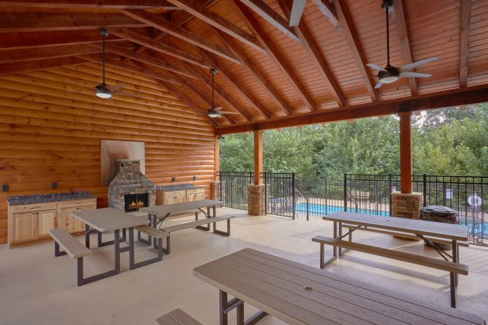 Luxury 2 Bedroom Cabin with Resort Swimming - Creekside Hideaway