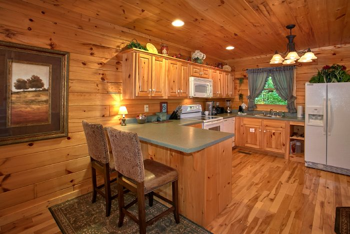1 Bedroom Cabin with Spacious, Full Kitchen - Crimson Moon