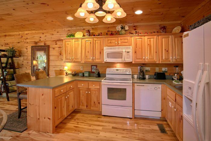 Honeymoon Cabin with Fully Stocked Kitchen - Crimson Moon