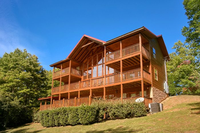 gatlinburg cabin with 5 bedrooms theater room and pool