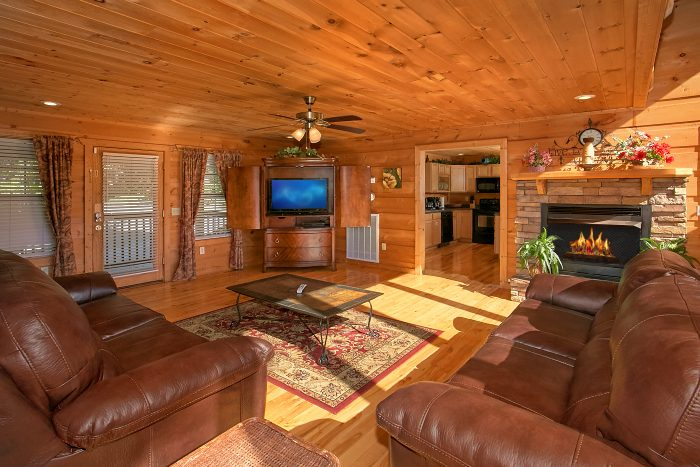 5 Bedroom Cabin with Luxurious Living Room - Crown Jewel
