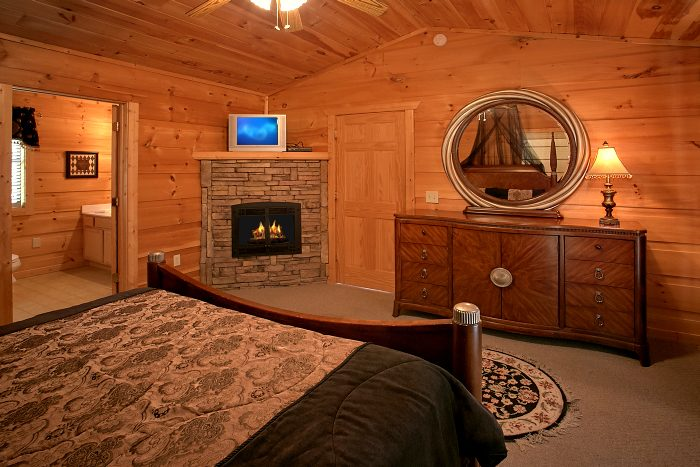 Luxurious Cabin with 3 Fireplaces and King Beds - Crown Jewel