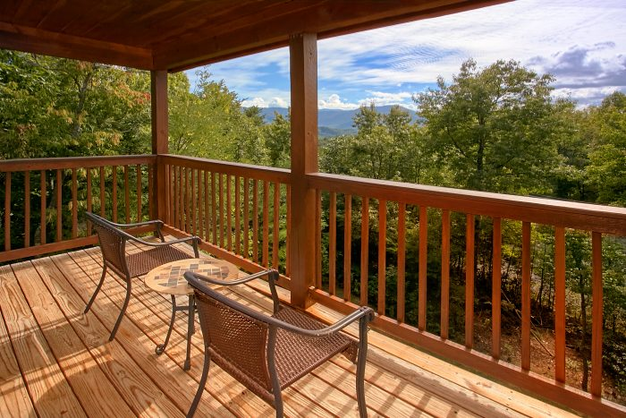 Spacious Luxury Cabin with Views from Deck - Crown Jewel
