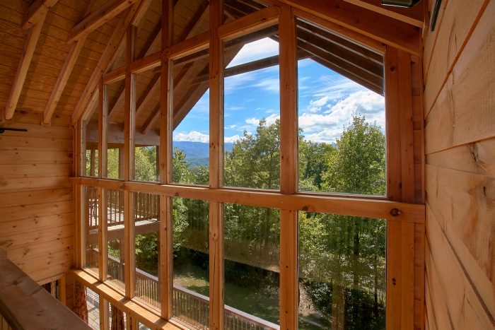 Luxury Rental Cabin featuring Mountain Views - Crown Jewel