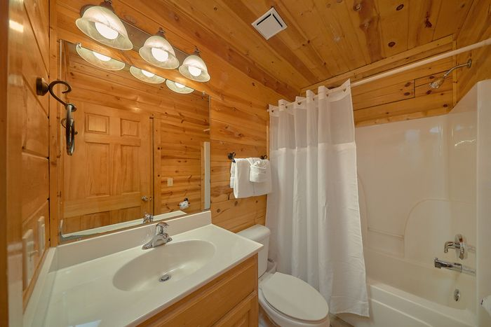 Queen Sized Bed in Cabin - Cuddly Critters