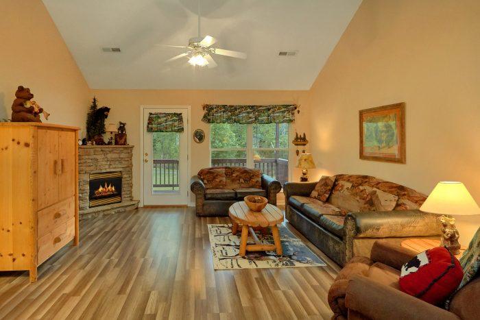 Cozy 2 bedroom cabin with fireplace - Dancing Bears