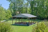 2 bedroom cabin with Picnic area on the river