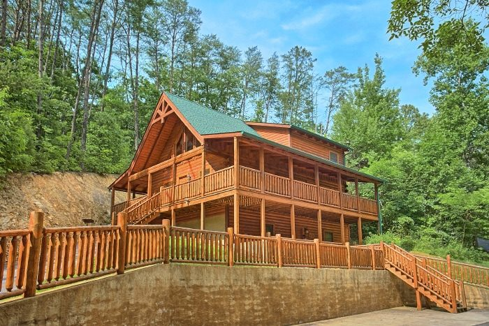 3 bedroom cabin rental close to dollywood and the pigeon for Gatlinburg dollywood cabins