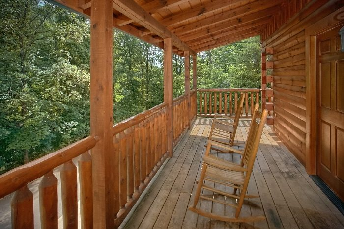 3 Bedroom Cabin with Furnished Deck - Dew Drop Inn