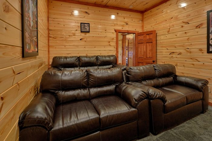 5 Bedroom Cabin with a Movie Room - Dive Inn