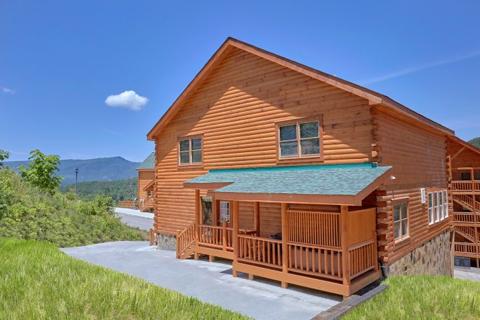 5 Bedroom Cabin with Drive-Up Parking - Dive Inn