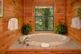 Luxury 4 Bedroom Cabin with Jacuzzi Tub