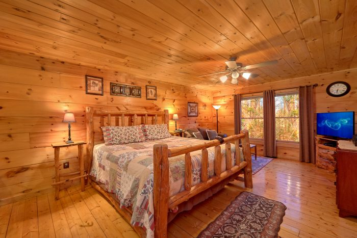 1 Bedroom Cabin Sleeps 4 with King Bed - Dutch's Den