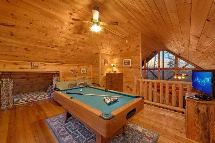 Spacious 1 Bedroom Cabin with Pool Table - Dutch's Den