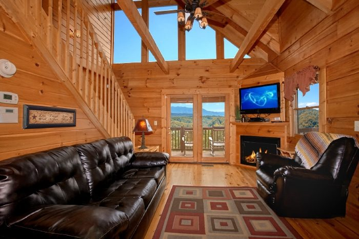2 Bedroom Cabin Sleeps 6 with Mountain Views - Eagle's Crest