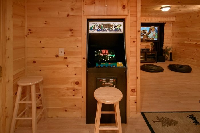 Cabin with Pool Table and Arcade Game - Eagle's Crest