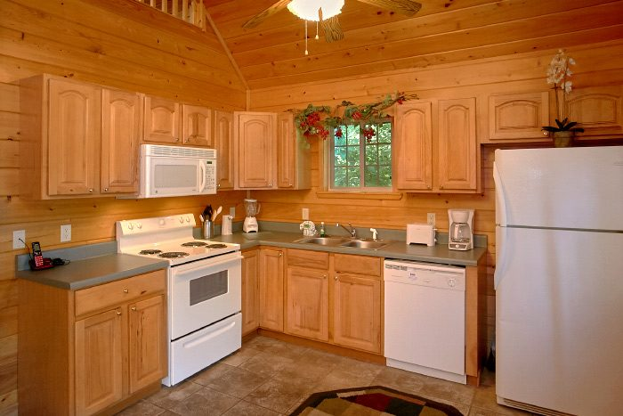 1 Bedroom Honeymoon Cabin with Full Kitchen - Eastern Retreat