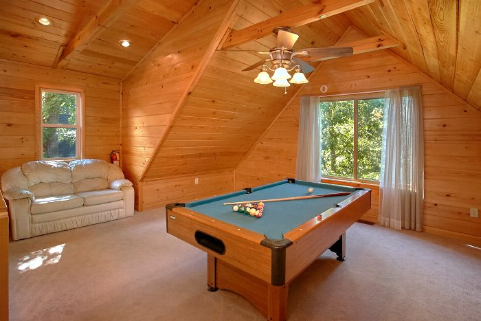 1 Bedroom Cabin with Loft and Pool Table - Eastern Retreat