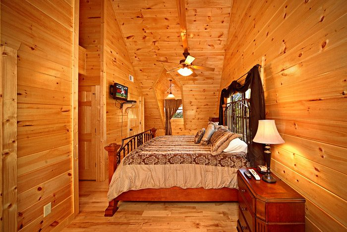 Spacious King Bed in Cabin - Easy Like Sunday Morning