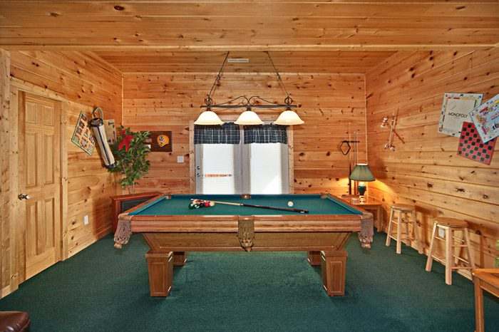 Cabin with Pool Table - Easy Livin