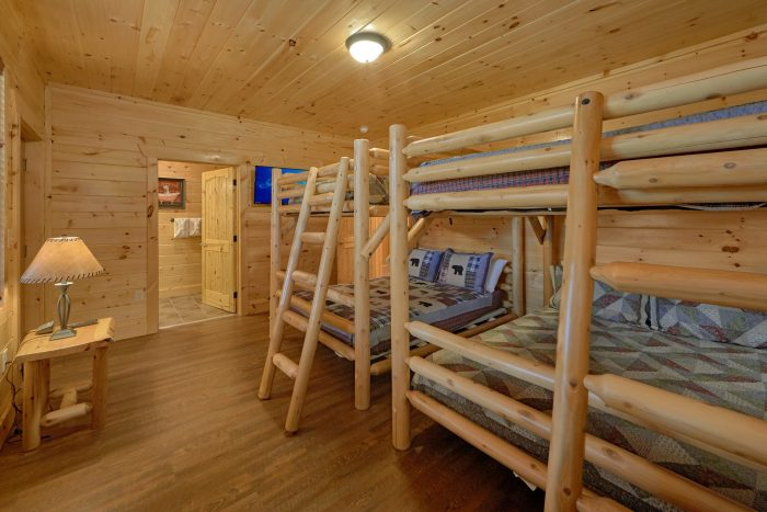 Cabin with 2 sets of Queen Bunk Beds - Elk Ridge Lodge