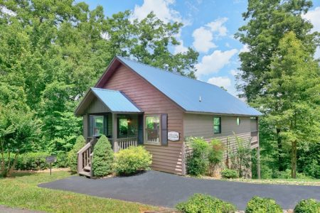 Evening Shade: 1 Bedroom Sevierville Cabin Rental