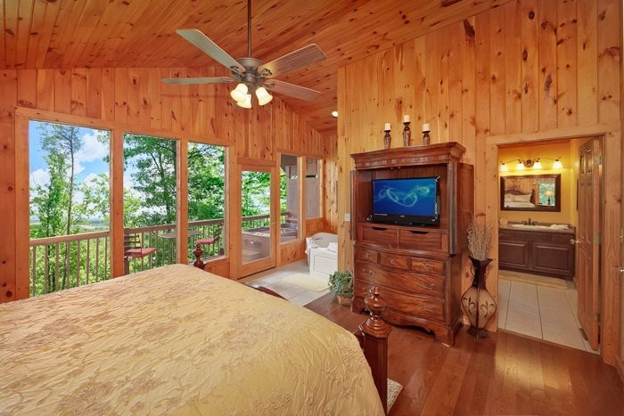 Cabin with King Suite, Jacuzzi Tub and Bathroom - Enchanted Evenings