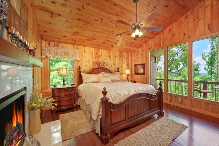 1 Bedroom Cabin with Luxurious King Suite - Enchanted Evenings