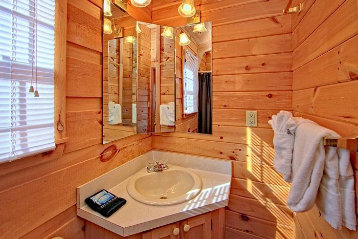 Cabin with private bath - Enchanted Moment