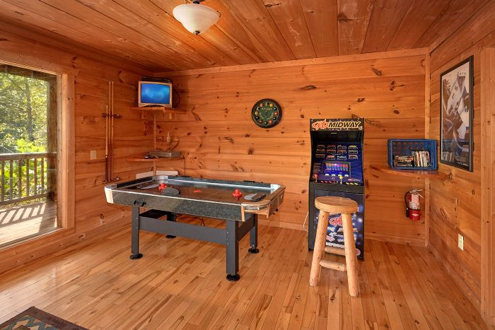 ... 3 Bedroom Cabin With Arcade Game And Air Hockey   Falcon Crest ...