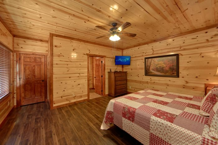 Spacious 6 Bedroom Cabin Sleeps 14 - Family Fun Pool Lodge 1