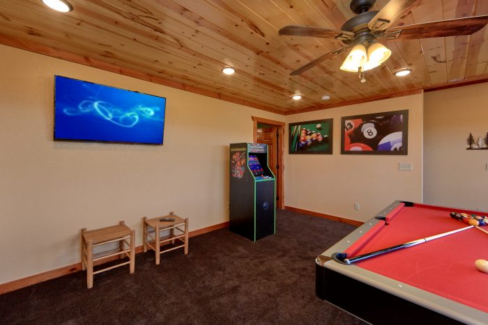 6 Bedroom Cabin Sleeps 14 with Game Room - Family Fun Pool Lodge 1