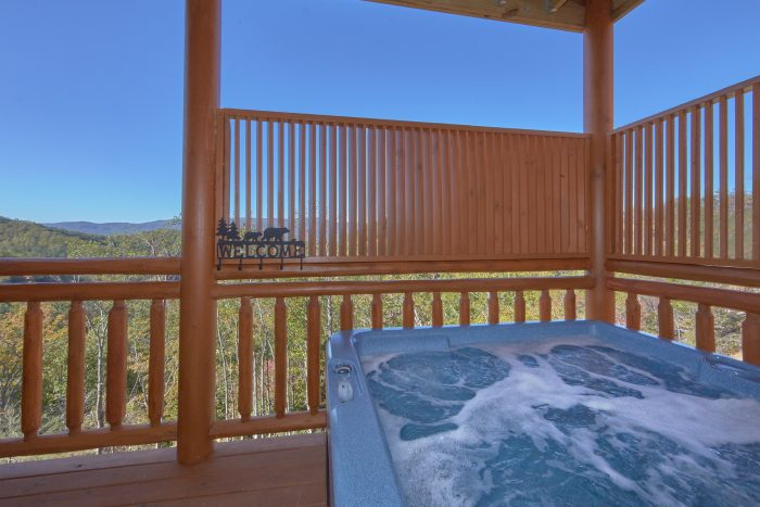 6 Bedroom Pool Cabin with Hot Tub Sleeps 14 - Family Fun Pool Lodge 1