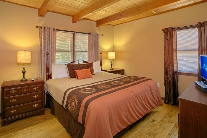 3 Bedroom Cabin with 2 Private King Bedrooms - Family Getaway