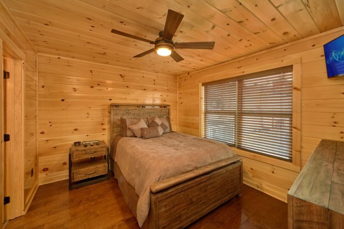 Luxury King Suite in 2 Bedroom Cabin - Fifty Mile View