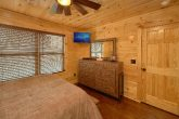 Luxurious Cabin with Oversize Jacuzzi Tub