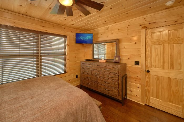 Luxurious Cabin with Oversize Jacuzzi Tub - Fifty Mile View