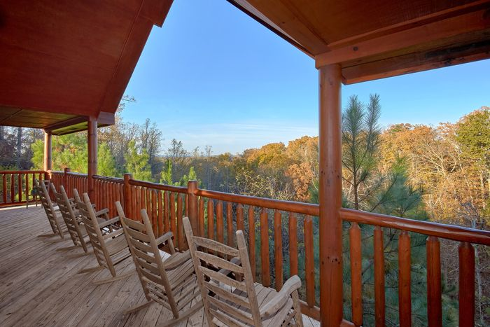 Luxury cabin with Mountain Views from deck - Fleur De Lis