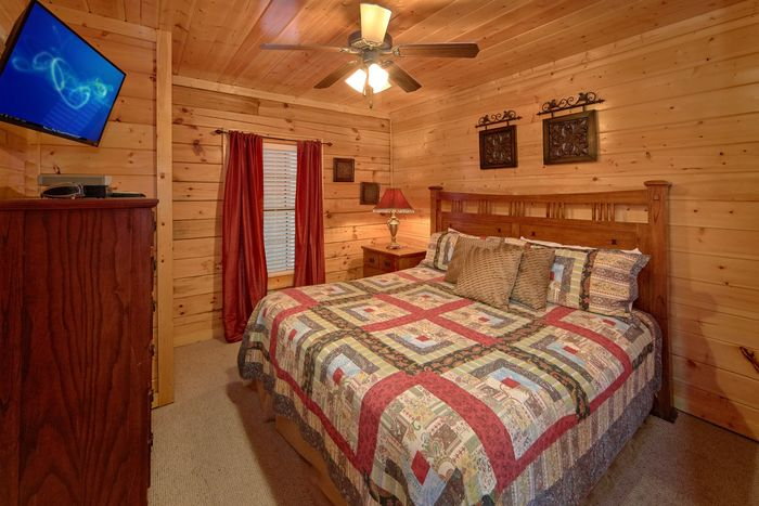 Smoky Mountain Cabin with Scenic Views & Hot Tub - Fleur De Lis