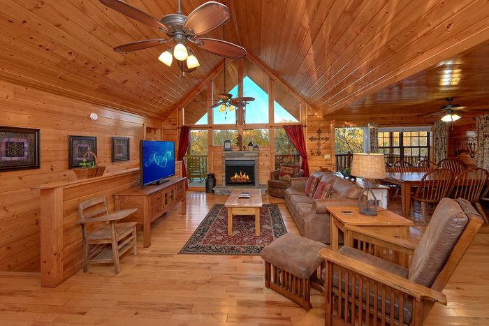 4 bedroom cabin with fireplace - Fleur De Lis