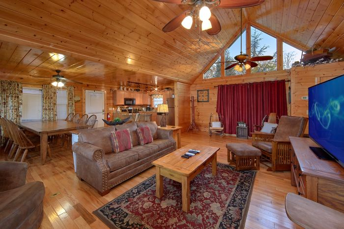 4 Bedroom Cabin with a Large Dining Table - Fleur De Lis