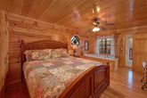 Luxurious Large Cabin with a Walk-in Shower