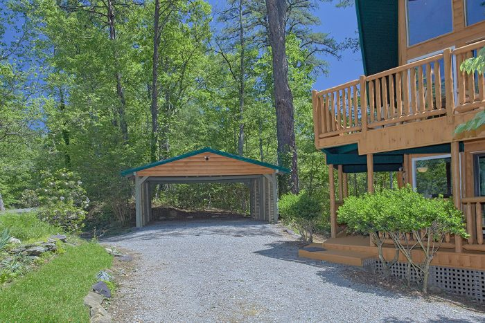 3 Bedroom Cabin with Covered Parking - Forever Country